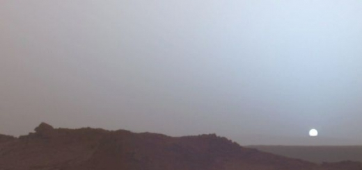 Миллиарды лет назад, считают учёные, на Марсе была атмосфера достаточно толстая, чтобы удерживать воду на планете в жидком состоянии. Но из-за действия солнечного ветра, который выбивал ионы из атмосферы Марса в течение долгого времени, она истончилась.